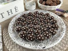 I tartufi pan di stelle sono delle deliziose palline realizzate con una ganache al cioccolato e biscotti pan di stelle tritati. Sono dolcetti semplici da preparare, basta scaldare un pò di panna fresca a aggiungere prima il cioccolato tritato grossolanamente e successivamente i biscotti tritati.