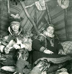 Samiske barn. Bror og søster. Sami Children, brother and sister. Finnmark, Norway. Photo by Preus Museum, 2012