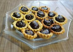 Csokis kosárka - Lakodalmas sütemények Waffles, Cheesecake, Muffin, Food And Drink, Birthday Cake, Cookies, Baking, Breakfast, Desserts
