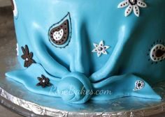 How to Make a Fondant Bandana Knot. This step-by-step photo tutorial shows how to make those cute fondant knots on western / cowboy cakes that have bandannas. Cowboy Birthday Cakes, Cowboy Cakes, Fondant Cake Toppers, Horse Party, Boy Decor, Cake Decorating Tutorials, Cupcakes, Art Party, Cakes For Boys