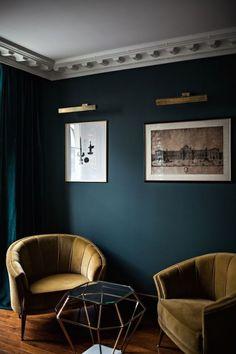 Velvet Goldmine: Maximalist Glamour at Hôtel Providence in Paris (Remodelista: Sourcebook for the Considered Home) Dark Living Rooms, Living Room Green, Living Room Paint, New Living Room, My New Room, Living Room Decor, Dark Rooms, Dining Room, Modern Living