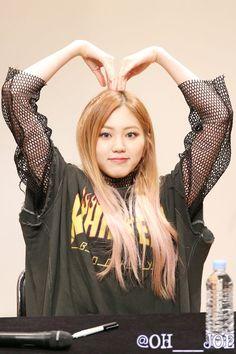 (10) Twitter Kpop Girl Groups, Korean Girl Groups, Kpop Girls, South Korea Fashion, Pretty Korean Girls, Yu Jin, Music Pics, Fandom, Clc