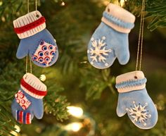 Adorable—Mitten Christmas Ornaments—Made from Sculpey Clay (diy xmas ornaments polymer clay) Clay Christmas Decorations, Diy Xmas Ornaments, Polymer Clay Ornaments, Polymer Clay Christmas, Homemade Ornaments, Polymer Clay Projects, Polymer Clay Creations, Diy Clay, How To Make Ornaments