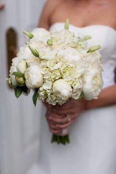 Bouquet sposa Natale con fiori bianchi