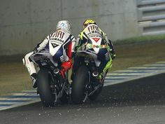 Rossi exchanging paint with Lorenzo, Motegi 2010