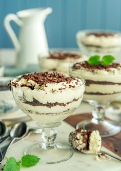 Lekker Dronning Maud dessert til festen Pudding Desserts, Dessert Recipes, Gelatin, Christmas And New Year, Tiramisu, Food And Drink, Baking, Ethnic Recipes, Cakes