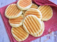 Pains panini express - recette facile de boulangerie Pain Panini, Cooking Chef, Waffles, Pancakes, Meal Prep, Food And Drink, Bread, Snacks, Meals