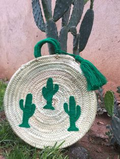 Paniers brodés – ANATA BAZAR Diy Broderie, Diy Wall Decor, Straw Bag, Couture, Room, Design, Vases, Hampers, Craft Bags