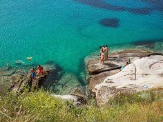 Discover the world through photos. Island 2, Greece Islands, Places Of Interest, Beach Fun, Southeast Asia, Lightning, Beaches, Blue Green, Europe