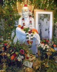 Sai Baba Wallpapers, Wallpaper Backgrounds, Sai Baba Quotes, Om Sai Ram, Pooja Rooms, Portrait Paintings, Indian Gods, Lord Krishna, Ganesh