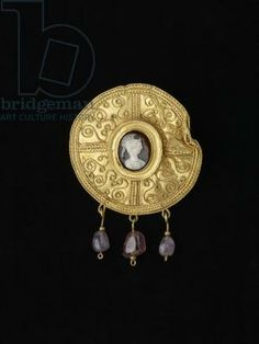 Disc brooch, from Benevento, Campania, Anglo-Saxon, 7th century (gold, onyx and amethyst)  Title: