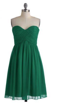 Emerald Green Bridesmaid Dress.  #dresses #weddings #weddingideas #emerald https://www.thebridelink.com/vendor/mod-cloth/photos