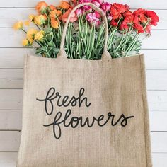 F R E S H F L O W E R S Mother's Day is almost here! Treat your mom to a bag she can use everyday. Our reusable shopping bags are great for toting everything from groceries to flowers. #freshflowers #mothersday #ecochic :@valoriedarling #Regram via @thelittlemarket