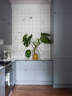 Våra Hem – Historiska hem Kitchen Time, New Kitchen, Kitchen Dining, Kitchen Decor, Home Interior, Kitchen Interior, Interior Design Living Room, Humble House, Turbulence Deco