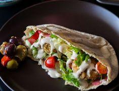 Τι να φάω το μεσημέρι; 10 light γεύματα με λιγότερες από 400 θερμίδες για να μην τρως μόνο κοτόπουλο-σαλάτα – Missbloom.gr Tacos, Mexican, Ethnic Recipes, Food, Essen, Meals, Yemek, Mexicans, Eten