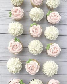 Baby Shower Cakes - Beautiful flower cupcakesYou can find Baby shower cupcakes and more on our website. Torta Baby Shower, Cupcakes Baby Shower Niño, Idee Baby Shower, Bridal Shower Cupcakes, Baby Shower Flowers, Floral Baby Shower, Baby Girl Cupcakes, Ladybug Cupcakes, Giant Cupcakes