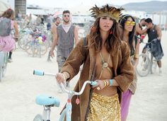 The most outrageous fashion at Burning Man 2016 - Business Insider Deutschland