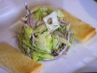 Fenyklový salát s červenou cibulí a koprovou zálivkou :: Just FOOD Cabbage, Vegetables, Food, Essen, Cabbages, Vegetable Recipes, Meals, Yemek, Brussels Sprouts