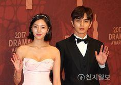 유승호.기사사진) 171230 MBC 연기대상 최우수상 유승호 : 네이버 블로그 Most Handsome Korean Actors, Robot, Drama, Chic, Movie Posters, Movies, Shabby Chic, Elegant, Films