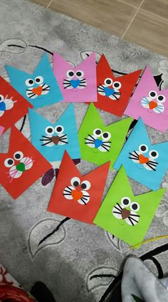 Kedi Art And Craft Flowers, Art N Craft, Craft Work, Diy And Crafts, Crafts For Kids, Arts And Crafts, Paper Crafts, Promotion Card, School Displays