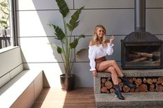 Model and winner of The Block 2017 Elyse Knowles reveals what she's learned from renovating a home to sell. Outdoor Fireplace Designs, Home Fireplace, Fireplaces, Fireplace Console, Fireplace Feature Wall, Elyse Knowles, Shed Interior, Freestanding Fireplace, Houses