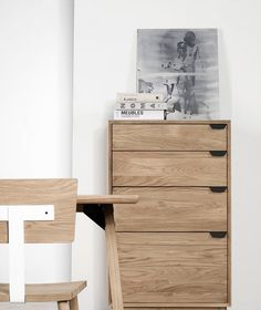 Folder Sideboard by Universo Positivo. The Folder sideboard combines two materials, oak and metal. This results in a well thought balance between a traditional design and a modern and graphical look. With drawers of different sizes and an opening door at the bottom, it's the perfect sideboard for storing your office supplies and paper documents.