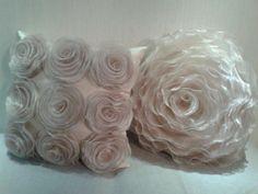 Conjunto de almofadas de flores de organza,fino acabamento com zíper invisível,enchimento com fibra siliconada,revestida em tnt.