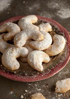 Greek shortbread cookies with almonds