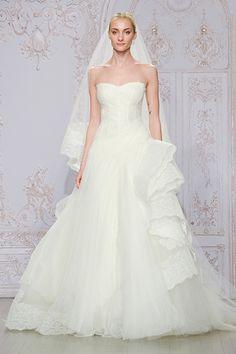 """#Wedding Gown Trends 2015 - """"Corset Dress"""" from Monique Lhuillier 2015年のウェディングドレスのトレンド「コルセットドレス」。マリー・アントワネットの時代から受け継がれる古き良きドレススタイルは、グラマラスに女性らしさを表現できます。"""