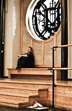Andrey Klemm du Bolchoï, Professeur du Ballet de l'Opéra de Paris. #balletoperadeparis #AndreyKlemm #Bolchoï #Ballet #Danse #PalaisGarnier #pointeshoes #operanationaldeparis #danseclassique Image 日仏舞踊協会 タンリエ