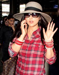 Preity Zinta and other Bollywood celebs at the Mumbai airport Pretty Zinta, Mumbai Airport, Film Industry, Celebs, Celebrities, Dimples, How To Look Pretty, Actors & Actresses, Desi