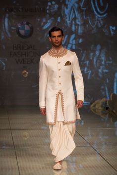 Tarun tahiliani latest collections of indian top designer men sherwani designs for weddings & parties Indian Groom Wear, Indian Attire, Indian Wear, Indian Male, Tarun Tahiliani, Indian Men Fashion, India Fashion, Ethnic Fashion, Men's Fashion