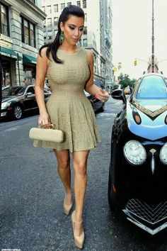 Not a kimmy fan but love love this look and she looks so good dress fits her perfectly to her body shape give her