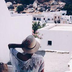 Let's go back please  Lindos - Greece #travel #wanderlust #summer #tanned #lindos #greece #whitetown #craving #blogger #dutchblogger #influencer