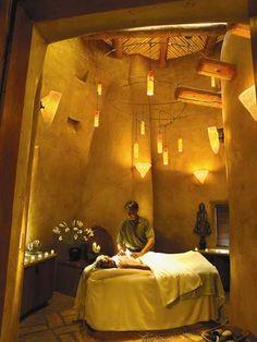 Très intéressant usage de la lumière pour une salle de massage même si le lieu amplifie vraiment l'effet