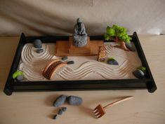 DIY-tabletop-zen-garden-ideas-sand-rocks-wooden-bridge-rake.jpg (600×451)