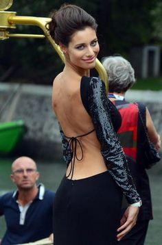 La modelo italiana Marica Pellegrinelli llega al Lido en el 69 Festival Internacional de Cine de Venecia