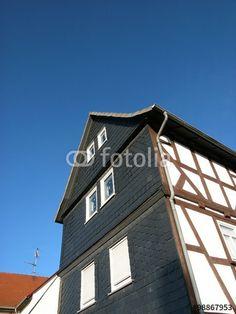 Altes Fachwerkhaus mit spitzem Giebel und Schieferfassade in Wißmar Gemeinde Wettenberg