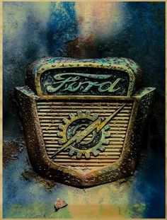 I quite simply am keen on this color choice for this Vintage Ford Lincoln Mercury, Ford Classic Cars, Classic Trucks, Vintage Trucks, Old Trucks, Bicicletas Raleigh, Autos Ford, Ford Emblem, Car Hood Ornaments