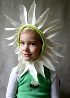Molly's Sketchbook: A Daisy Halloween Costume - The Purl Bee - Knitting Crochet Sewing Embroidery Crafts Patterns and Ideas! Diy Halloween, Whimsical Halloween, Halloween Projects, Costume Halloween, Costume Fleur, Daisy Costume, Flower Costume, Purl Bee, Felt Patterns