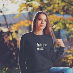 Guten Morgen ihr Lieben!   bei dem Wetter wird der Sweater wohl demnächst zum besten Freund. Deshalb gibt es gute Nachrichten: zum Wochenende werden wir ganz viele neue Sweatshirts online bringen  freut euch auf was! #sweater #milf #sweatshirt #new #products