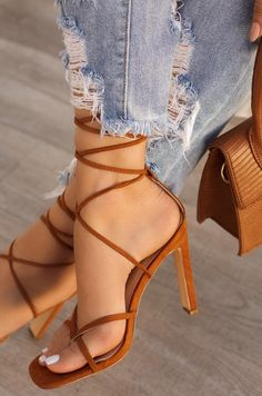 Fancy Shoes, Cute Shoes, Me Too Shoes, Stiletto Shoes, Shoes Heels, Beautiful High Heels, Aesthetic Shoes, Sneaker Heels, Women's Feet