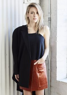 Fashion 365 days of looks Ootd, Lady, Leather Skirt, Street Style, Instagram, Skirts, People, Clothes, Women