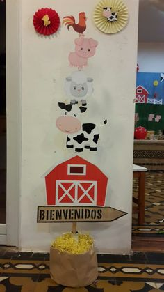 great wall decor for farm or barnyard party Farm Animal Party, Farm Animal Birthday, Barnyard Party, Cowboy Birthday, Farm Birthday, Farm Party, 2nd Birthday Parties, Barn Parties, Cowgirl Party