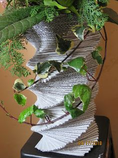 Reciclaje con Artesania: FLORERO DE CARTÓN Fresco, Paper Vase, Plant Leaves, Plants, Fresh Flowers, Fake Flowers, Flower Vases, Recycling, Bottles
