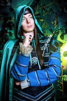 Elfo de fadas Noble na floresta mágica. Fantasy. Conto de fadas, a magia. photo