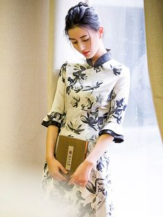Frill Sleeve Modern Qipao / Cheongsam Dress in Floral Print Ao Dai, Cheongsam Modern, Chinese Gown, Casual Dresses, Fashion Dresses, Cheongsam Dress, Estilo Retro, Chinese Clothing, Traditional Dresses