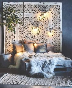 Boho bedroom furs Gawd, do I ever love this lush, bohemian chic bedroom! The won - burcu kaya - - Boho bedroom furs Gawd, do I ever love this lush, bohemian chic bedroom! The won - burcu kaya Boho Bedroom Decor, Cozy Bedroom, Dream Bedroom, Decor Room, Bedroom Ideas, Bedroom Inspiration, Modern Bedroom, Bedroom Designs, Bedroom Bed