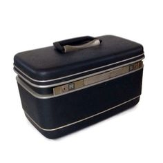 Mid century vintage train case or cosmetic case. Samsonite Silhouette with a dark gray hardshell. Plastic tray and mirror are included.
