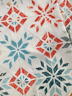 Christmas Quilt Patterns, Star Quilt Patterns, Modern Quilt Patterns, Christmas Quilting Projects, Quilting Blogs, Quilting Tutorials, Quilting Designs, Quilting Ideas, Snowflake Quilt